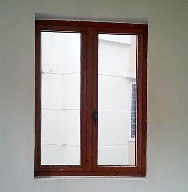 Cửa sổ mở quay 2 cánh màu vân gỗ
