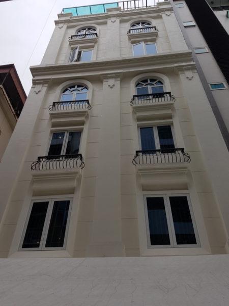 Thi công cửa nhôm kính cho khách sạn